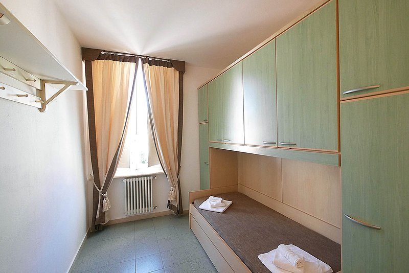 single room with single bed and one pull-out