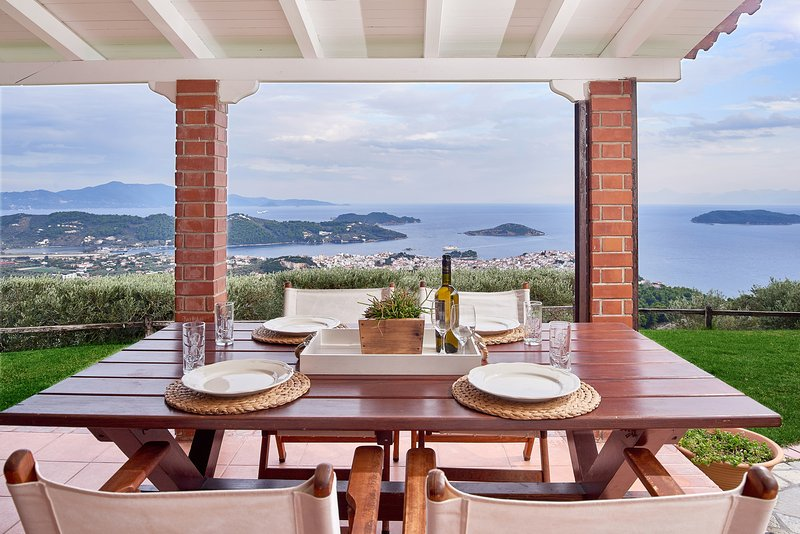 Luxury Private Villa with Magic View - Villa Eleven, location de vacances à Skiathos Town