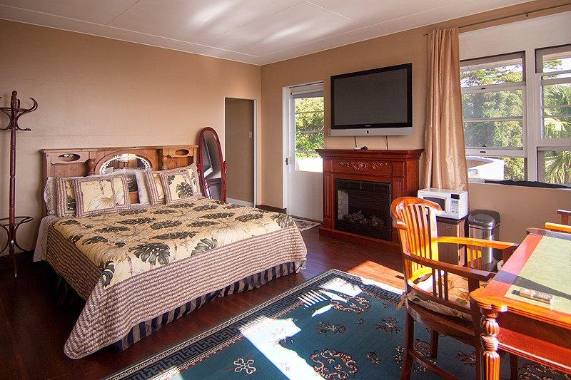 Hilltop Legacy | Legacy Suite In Downtown Hilo Bay with Stunning Ocean Views, location de vacances à Papaikou