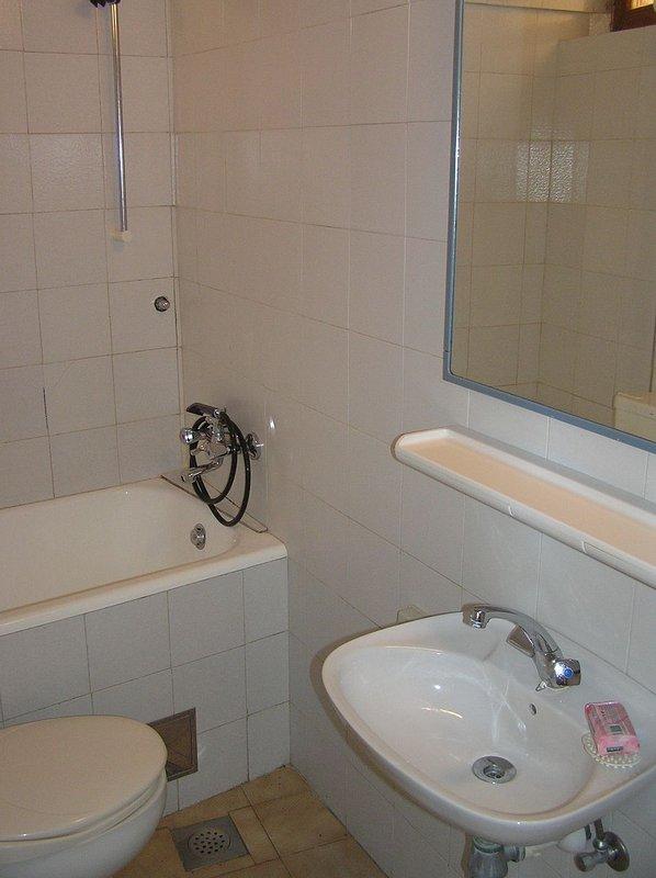 SA C (2): banheiro com vaso sanitário