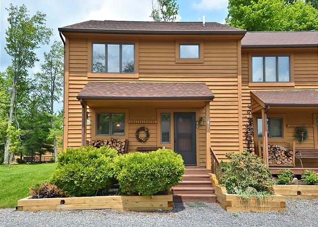 Lovely home in the center of Canaan Valley offers unlimited outside activity!, vacation rental in Bowden