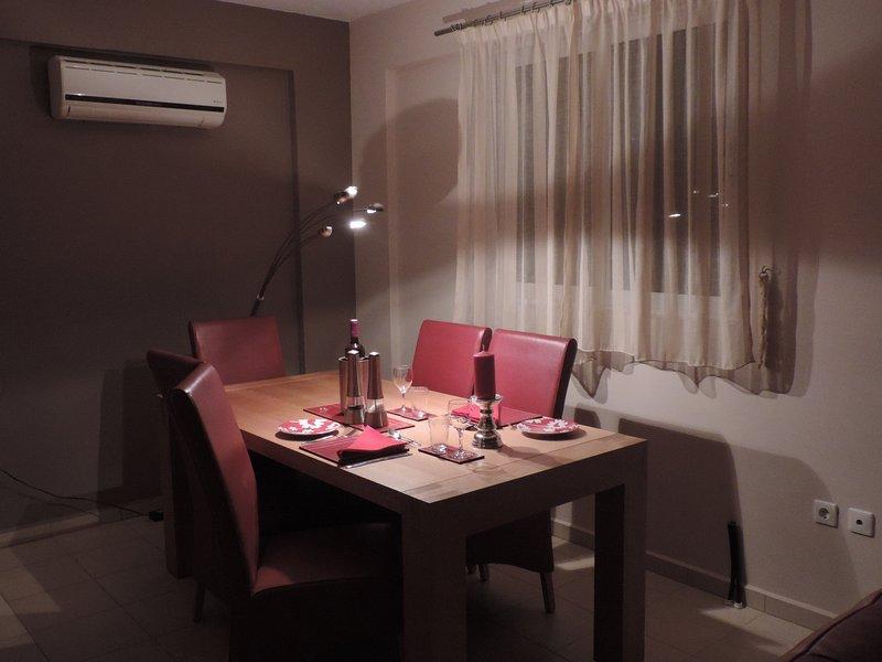 Una iluminación tenue crea una atmósfera romántica para complementar el buen vino y la comida