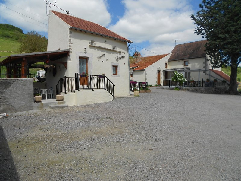 the lieutenant cottage completely renovated, very clean, very quiet in the countryside with lovely views