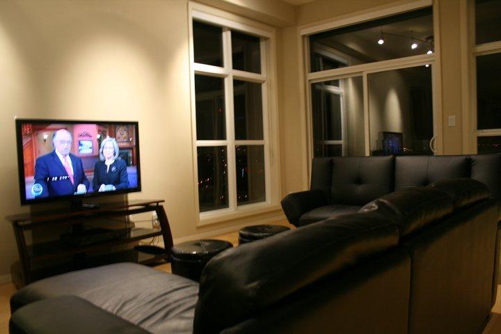 10 'techo proporciona tanto placer en la sala de estar.