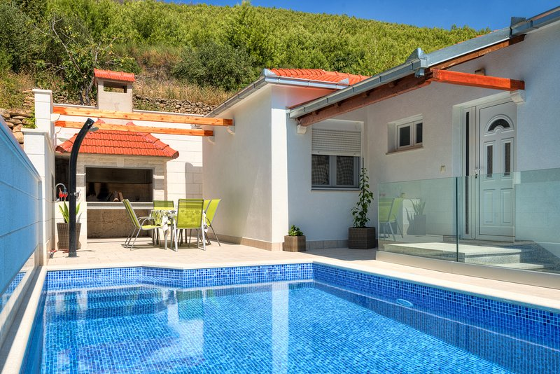 Villa Loris - Privacy and comfort, vacation rental in Kotlenice