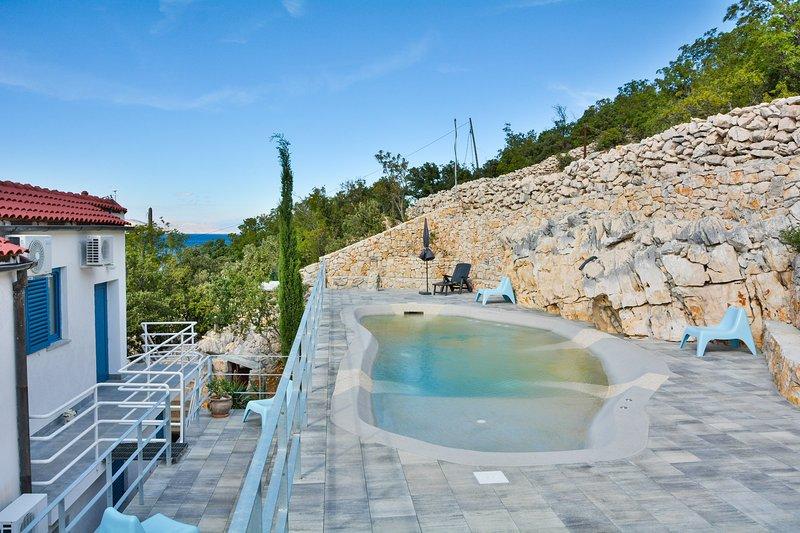 Süßwasser, einen beheizten Pool mit Meerblick direkt neben der Wohnung.