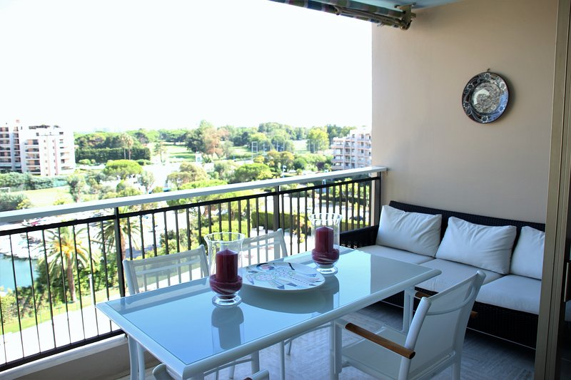 Vue mer - Large terrasse/Piscine - Golf Old Course, holiday rental in La Napoule-Plage