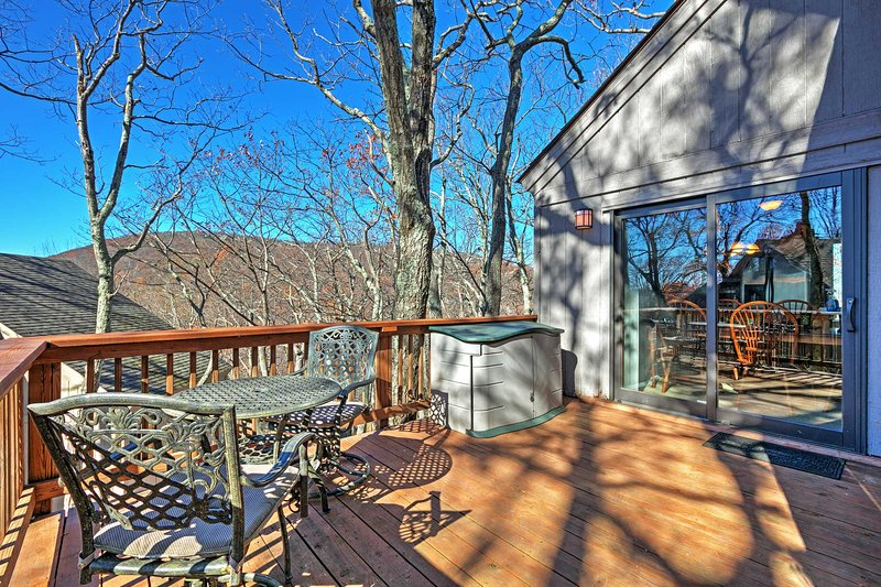 Experience the beauty and wonder of the Blue Ridge Mountains from this Wintergreen vacation rental home!
