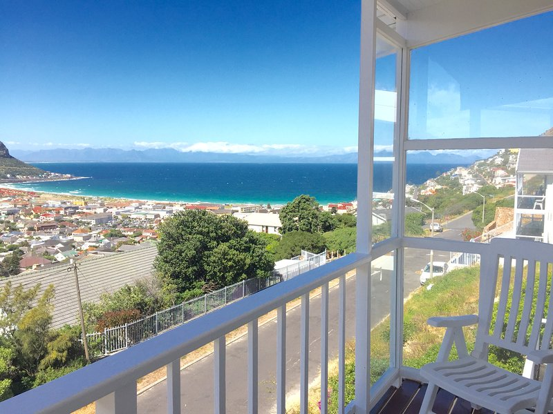 the Cape Siesta Beach house, Luxurious Self-Catering Holiday Sea Accomodation, holiday rental in Fish Hoek