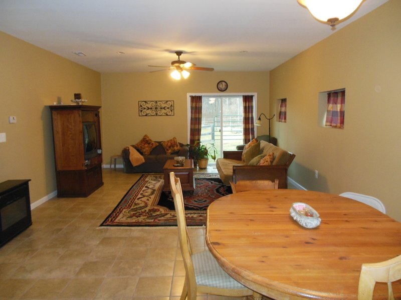 99./125 nt Totally private 2 bedroom cottage only  42 miles from Wash. DC, holiday rental in Damascus
