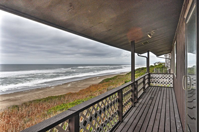 Experience a once in a lifetime stay at this gorgeous Depoe Bay vacation rental house!