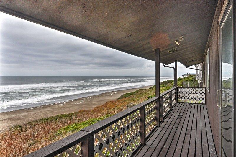 Depoe Bay House w/ Ocean Views - Walk to Beach!, aluguéis de temporada em Lincoln Beach