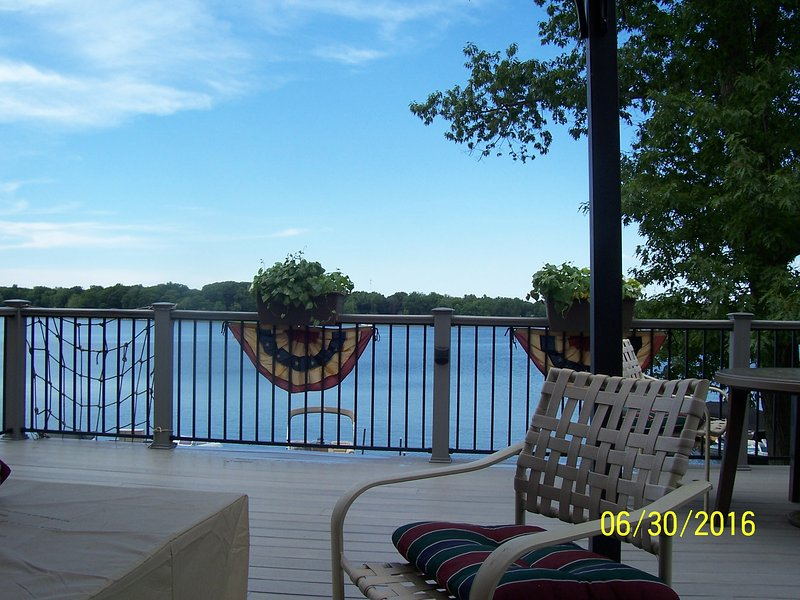 Lakefront cottage on scenic Hudson Lake, location de vacances à New Carlisle
