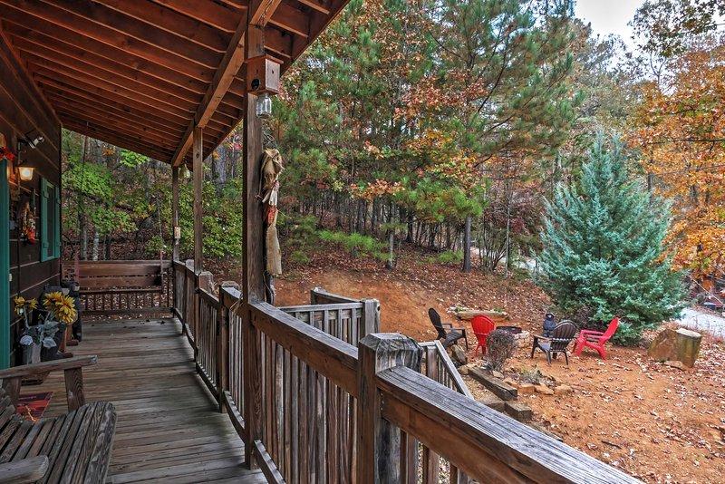 A cabine possui 3 quartos, 3 banheiros e espaço para 7 pessoas.