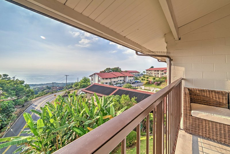 Experience the best of Hawaii from this terrific Holualoa vacation rental condo!