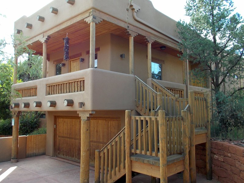 Luxurious Cathedral Suite by Red Rock Crossing, vacation rental in Sedona