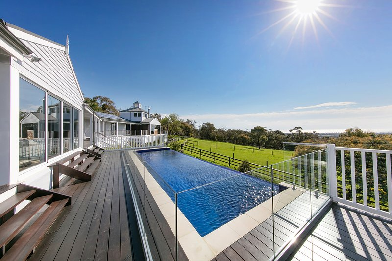 The Residence, South Hampton Luxury Retreat, holiday rental in Red Hill