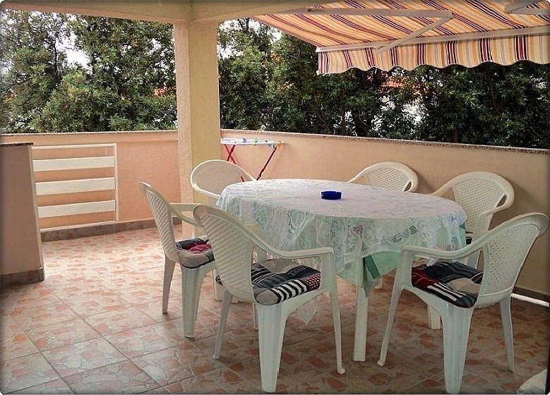H(10+1): terrace