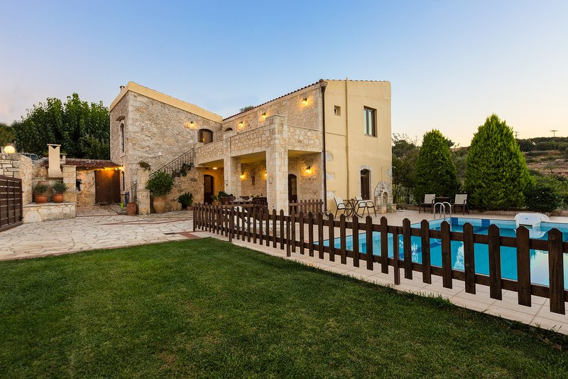 Villa Satra - Traditional Villa with 4 Bedrooms, Fenced Pool and Amazing Gardens, holiday rental in Rethymnon
