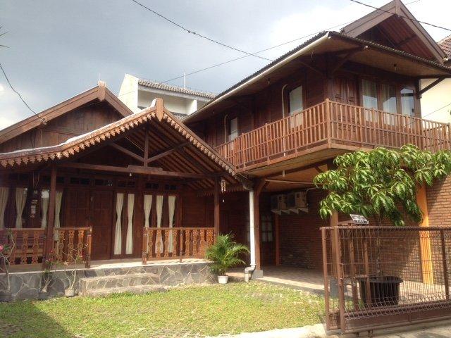 Omah Kayu Guesthouse, holiday rental in Banguntapan