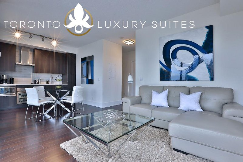 Top Flight - King West Luxury Condo Furnished All Inclusive, aluguéis de temporada em Toronto