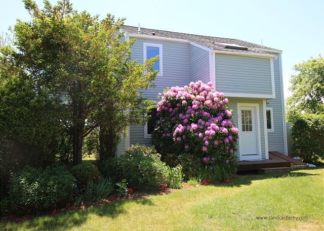 LISTEN TO THE DISTANT SURF FROM THIS LOVELY KATAMA HOUSE, holiday rental in Edgartown
