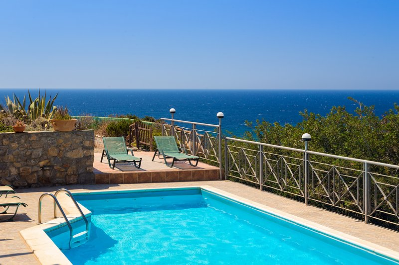 Livadia Villa w/ Private Pool, close to Elafonissi beach. – semesterbostad i Amigdhalokefali