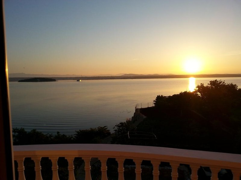 Sea View Apartments Lukacic, holiday rental in Tkon