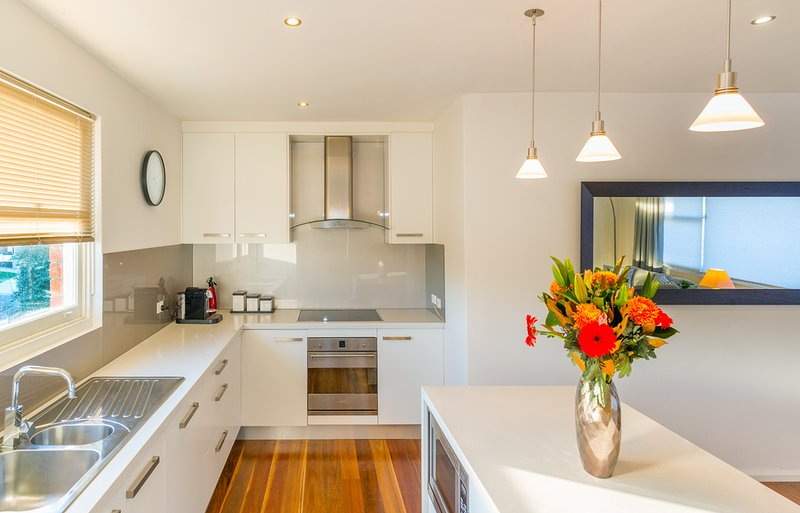 cozinha moderna ensolarada