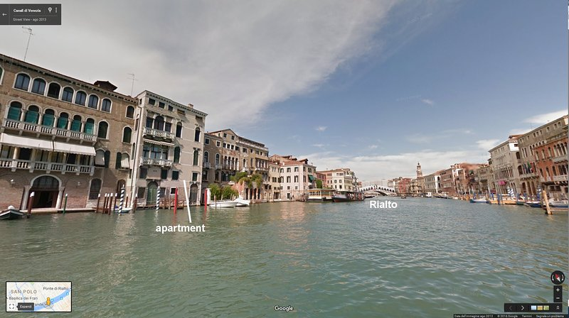 overlooking the Grand Canal from 6 windows, 2 bath and 3 bed, just a few steps from Rialto, air cond