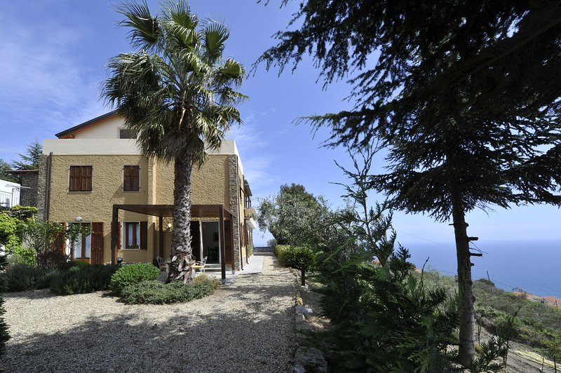 Holiday in Cipressa - Appartamento Oliva, holiday rental in Cipressa