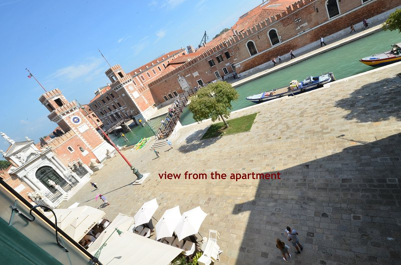 sunny, new two-bedroomed apartment with a 180-degree view over the main entrance to Arsenale, Wi-Fi