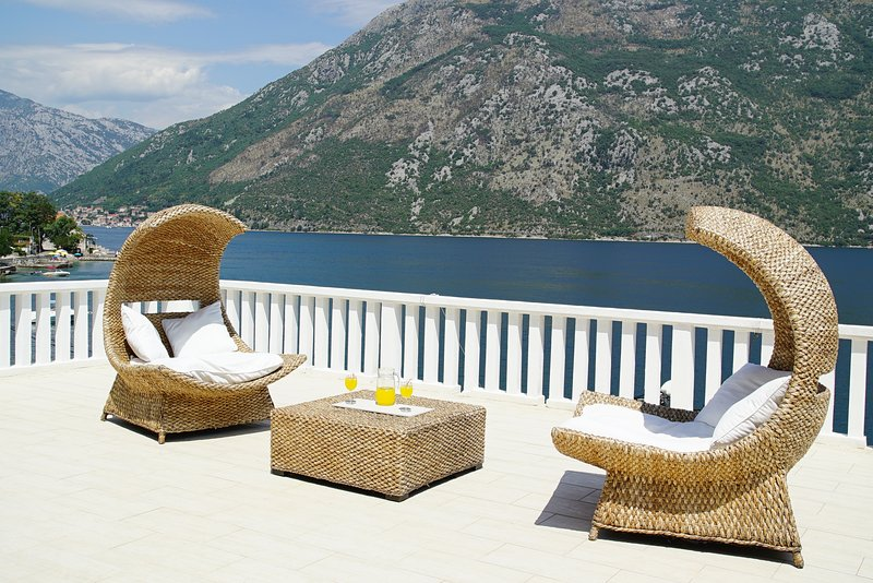 PENTHOUSE STOLIV Up to 9 beds 5m to the sea Jetty/Pier/Beach Terrace 100m2, holiday rental in Donji Stoliv