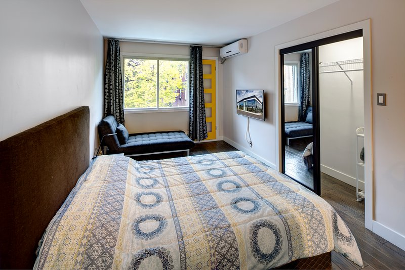 Studio Apartment Montreal Downtown Apt B, vacation rental in Montreal