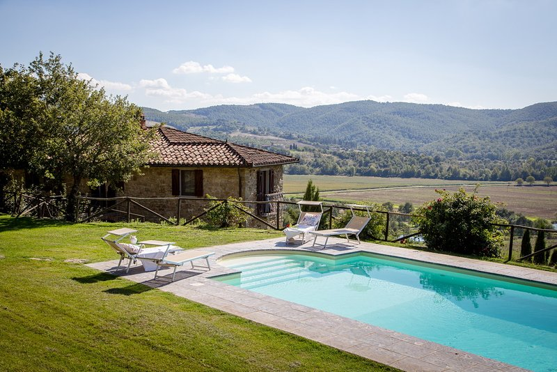 Villa Pian di Marte: a stunning view on the Lake, holiday rental in Perugia
