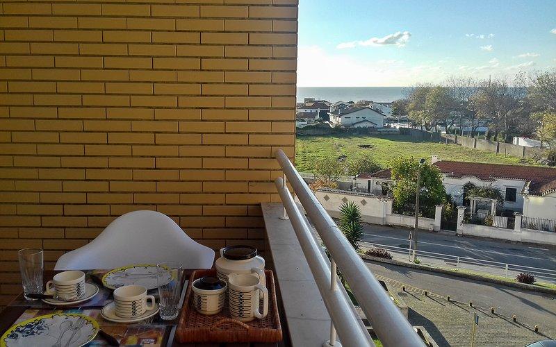 Apeadeiro do Mar - beach apartment near Porto Historical Centre, holiday rental in Grijó