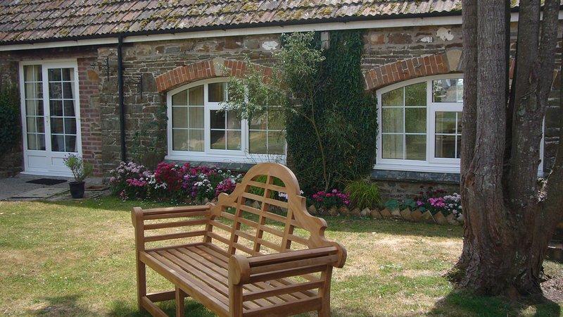 Willow - 2 Bedroom Cottage - Sleeps 4 - With Pool - North Devon, holiday rental in Saunton