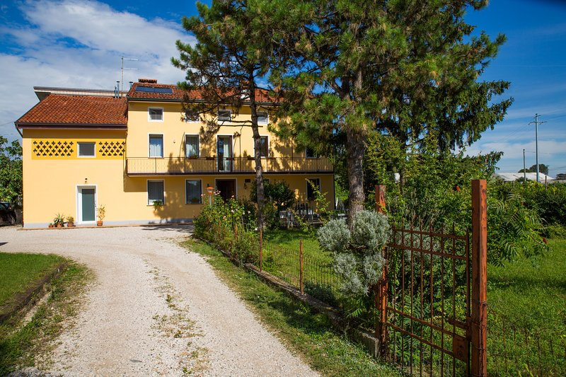Casa dei Nonni, holiday rental in Zane