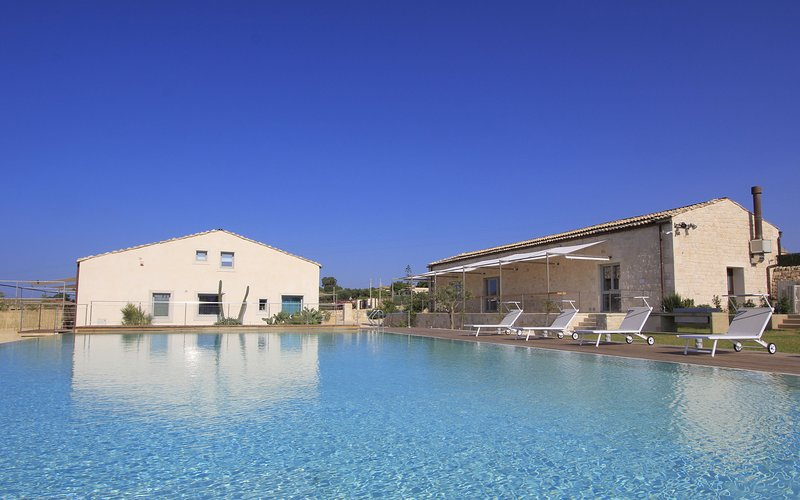 Gattopardo,Petrantica Resort scenic pool,4 people, vacation rental in Ragusa