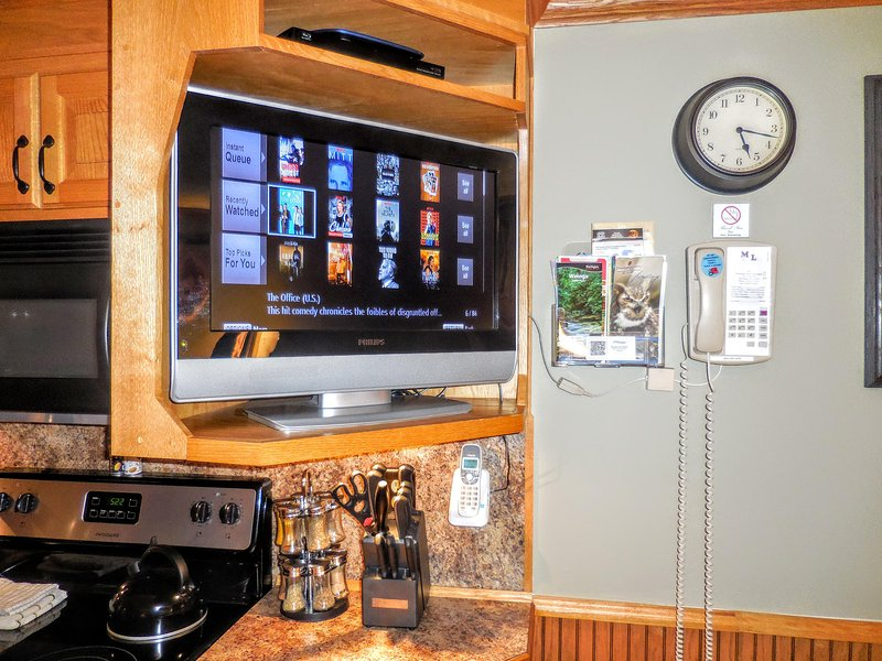 Flat-screen TV w/ DISH Network and streaming!