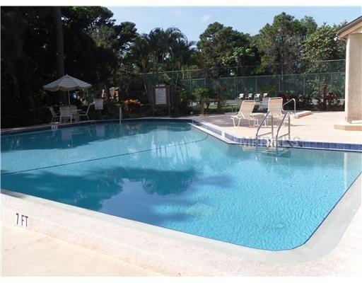Pool & Hot Tub-Pine Bay Forest 3-Bedroom Condo, Near AMI Beaches 3 month min, alquiler de vacaciones en Palma Sola