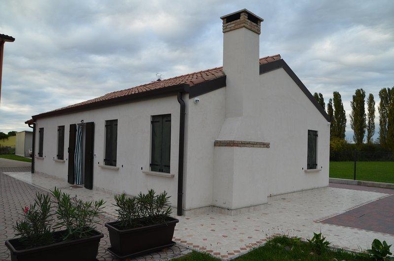 Casa vacanza vicino alla valle ' MILLE CAMPI'  laguna di Chioggia  e  VENEZIA, vacation rental in Adria