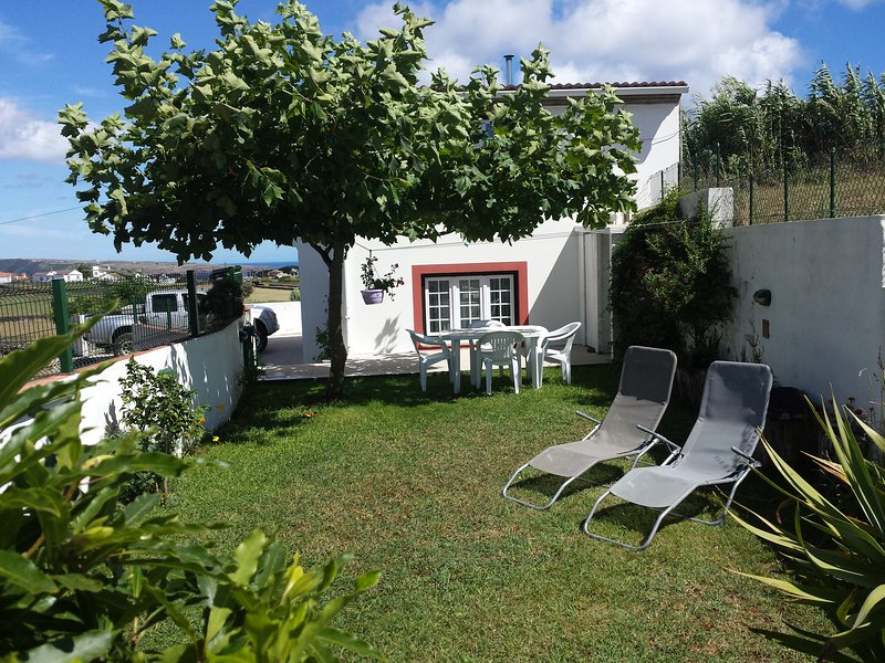 Jasmim alojamento local (Peaceful house for rent), vacation rental in Cabo Da Praia