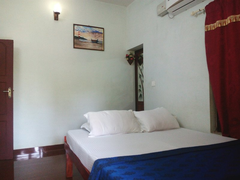 Angels Homestay Mararikulam - Room 1, vacation rental in Athirappilly