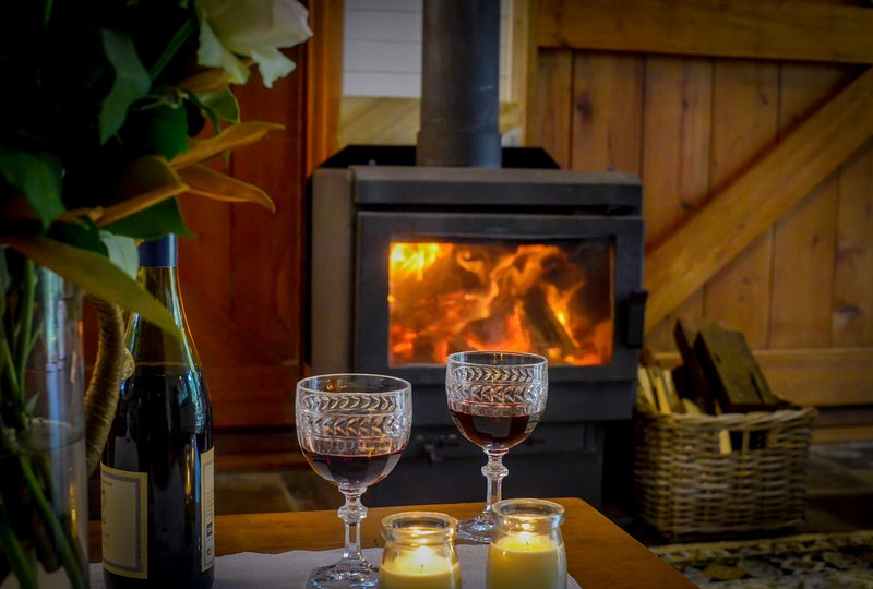 THE BARN COTTAGE - COSY WINTER FIRE