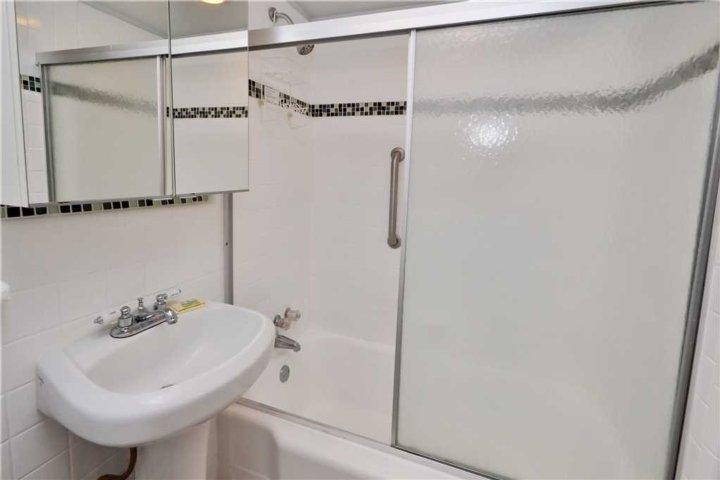 Combo salle de bain avec baignoire / douche