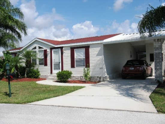 Great 3 Bedroom Palm Key Village Home Backing onto Greenspace, holiday rental in Four Corners
