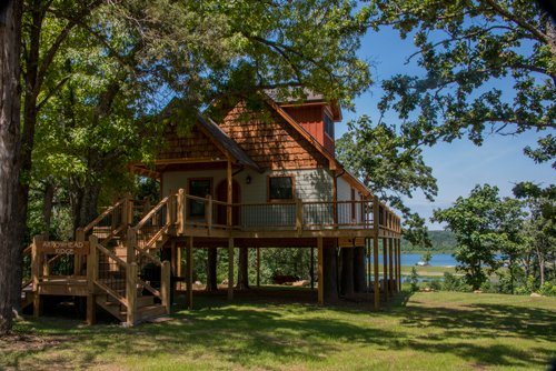 Arrowhead Ridge Treehouse, holiday rental in Theodosia