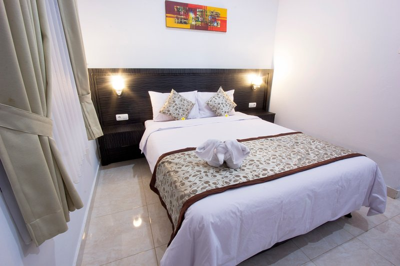 Comfortable Guest House Asta House near the Airport and Kuta Beach, holiday rental in Kuta