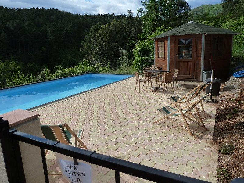 A piscina e terraço